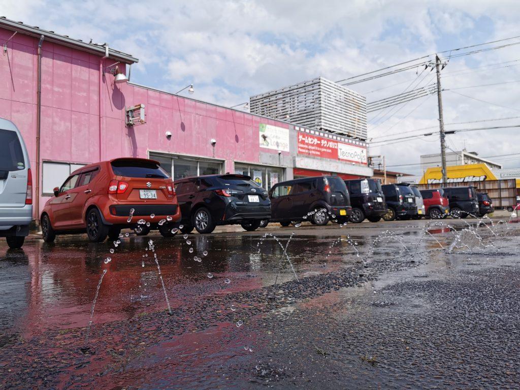 テクノポリス駐車場の打ち水